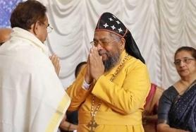 1_7.-Bishop-Dr-Abraham-Mar-Paulos-Eposcopa-felicitates-Dr-Pappachan