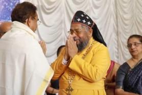 7.-Bishop-Dr-Abraham-Mar-Paulos-Eposcopa-felicitates-Dr-Pappachan